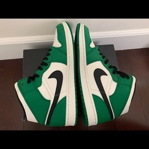 Jordan Mens AJ 1 Mid SE Basketball Shoes.
